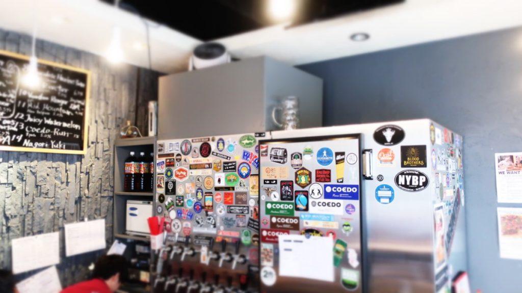 一階のカウンターにはビールサーバーのタップがずらり。DevilCraft(デビルクラフト)神田 photo by 茶子(ちゃこ)
