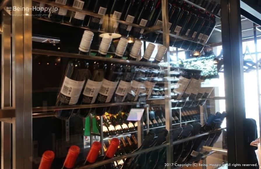 TUCANO'S(トゥッカーノ)池袋ー入り口にあるワインセラー