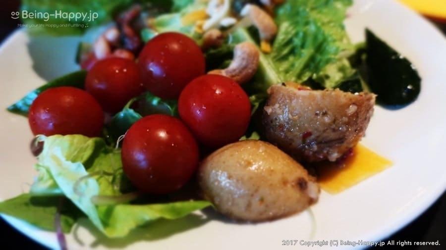 TUCANO'S(トゥッカーノ)池袋ー取り分けたサラダ