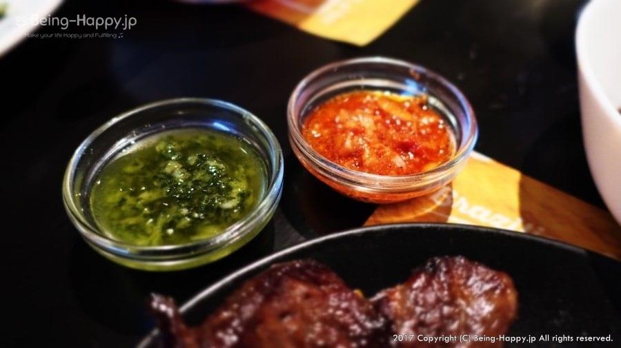 シュラスコのソース、緑と赤いソース