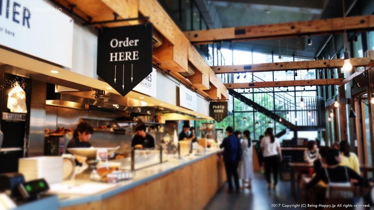 南池袋公園のカフェー1階の注文コーナー