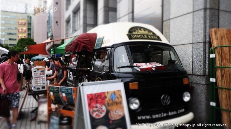 青山ファーマーズマーケットのフードトラックー黒い可愛い車