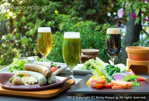 GREEN TEA RESTAURANT 1899 OCHANOMIZU(グリーン ティー レストラン イチハチキュウキュウ) の抹茶ビールやフードの様子