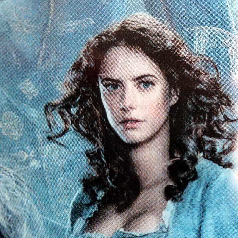 カリーナ・スミス(イギリス出身の女優 カヤ・スコデラリオ)の写真
