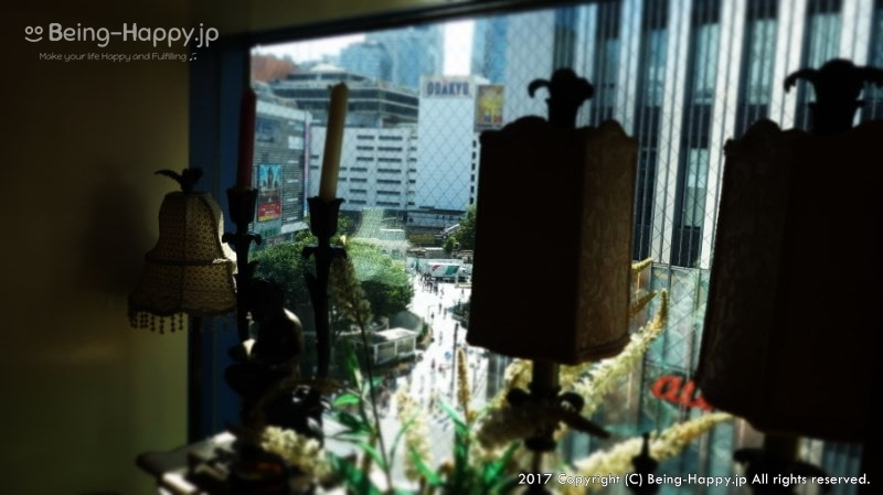 サムラート新宿店テーブルの窓から見た新宿の景色