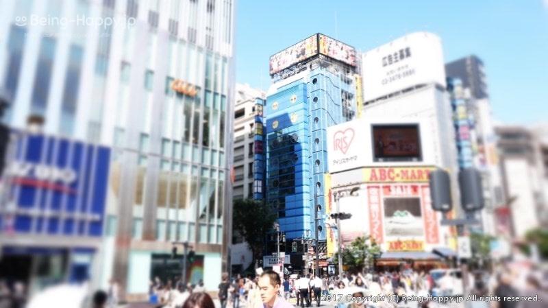 サムラート新宿のビルが見えてきた