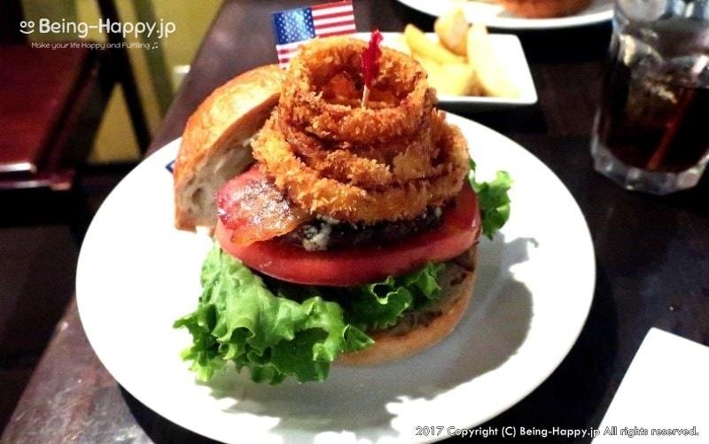 横須賀ネイビーバーガーで人気のお店TSUNAMI でいただいた「オバマバーガー