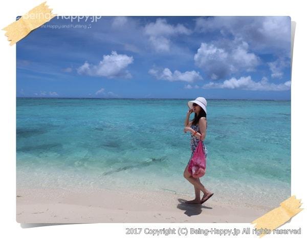 美しいサイパンのビーチでの友人の楽しそうな姿