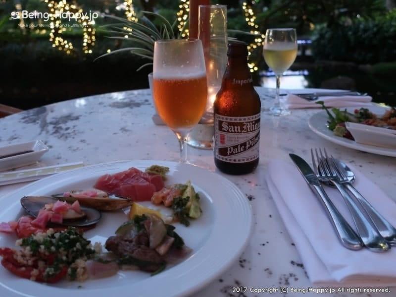 キリカフェ&テラスのテラスでビールと料理