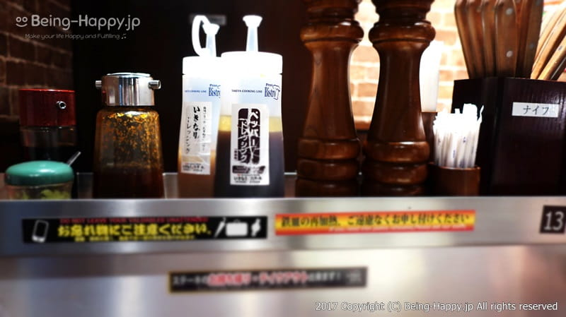 テーブルに置かれている調味料の数々@いきなりステーキ photo by 茶子(ちゃこ)