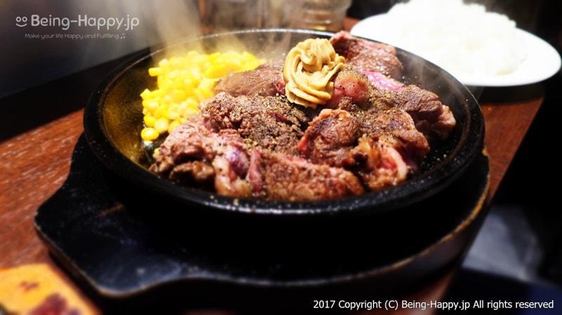 ワイルドステーキは鉄板で焼きながらいただきます@いきなりステーキ photo by 茶子(ちゃこ)