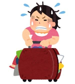 荷物が台に上げられない女性トラベラー