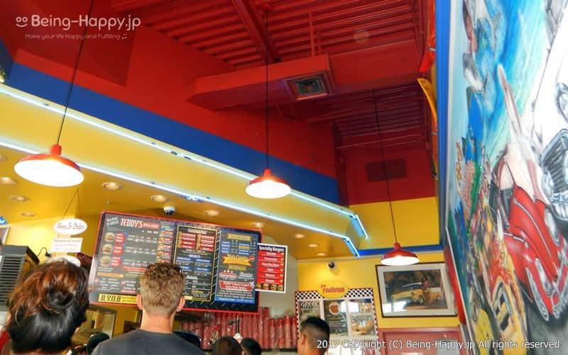 カイルア(Kailua)のテディーズ・ビガー・バーガー(Teddy's Bigger Burgers Kailua)の店内 photo by 茶子(ちゃこ)