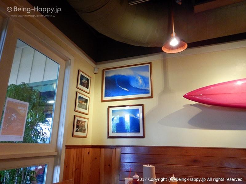 ハレイワ-KUA`AINA(クアアイナ) 本店 インテリア-サーフィンの写真が素敵
