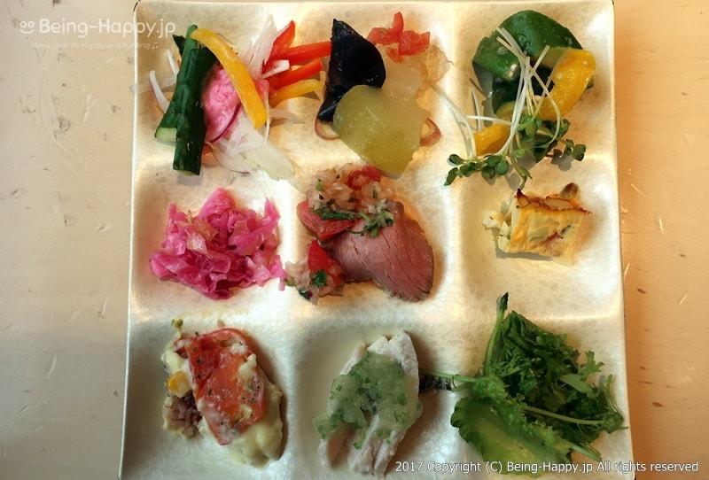 自然食ビュッフェレストラン はーべすと ー取り分けた9種類のお惣菜