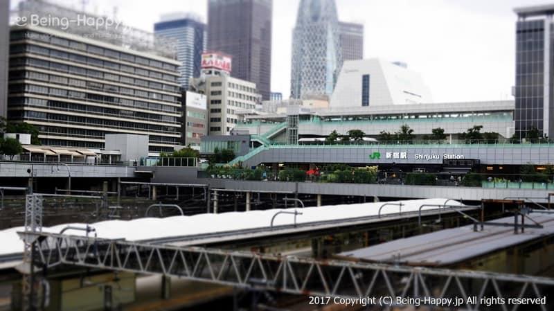 新宿駅と線路 photo by 茶子(ちゃこ)