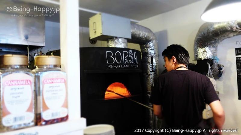ピザを焼いている様子@PIZZA BORSA(ピッツァ ボルサ) photo by 茶子(ちゃこ)