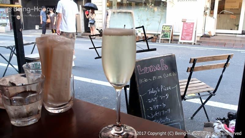 スパークリングワインの様子@PIZZA BORSA(ピッツァ ボルサ) photo by 茶子(ちゃこ)