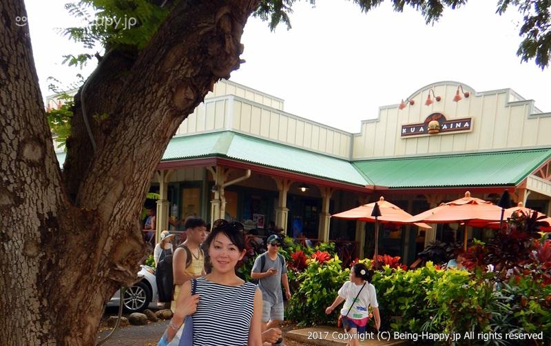 ハレイワ-KUA`AINA(クアアイナ) 本店 お店の前で