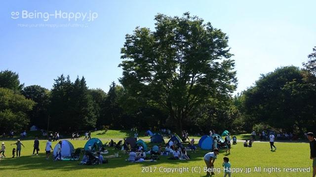 昭和記念公園ーテントでくつろぐ人達
