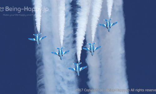 2017年の入間航空祭。ブルーインパルスをEOS M100で撮ったもの