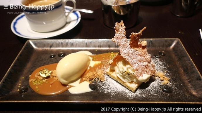 デザート。レアチーズケーキとアイス