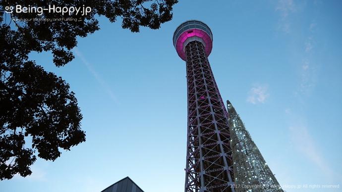 横浜マリンタワーをしたから見上げて撮った写真