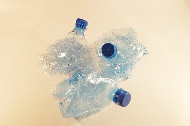 お水のボトル(回収不要のタイプ)