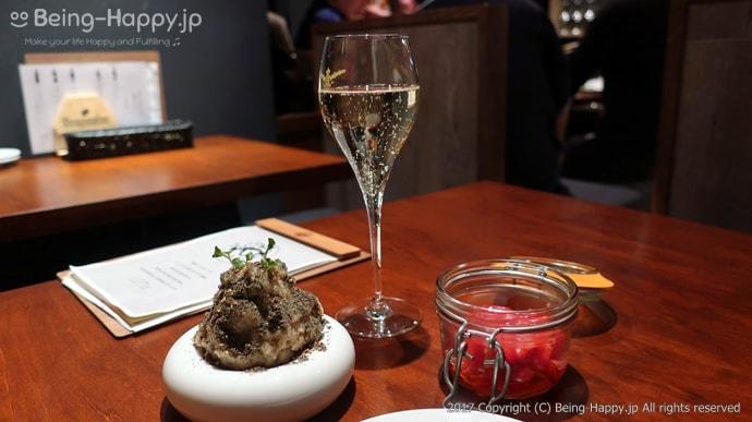 原価ビストロBAN - スパークリングワイン、アンチョビポテト、セミドライトマト