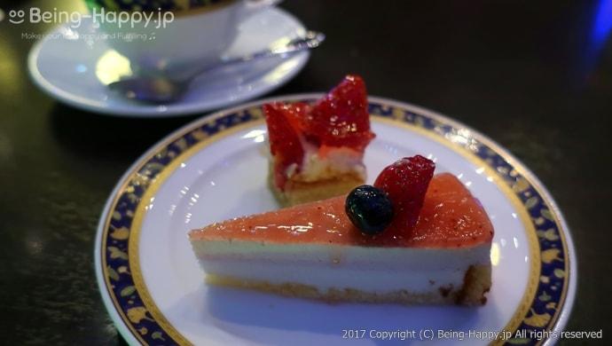イチゴのタルトとショートケーキ