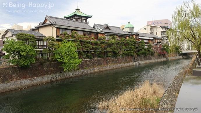 松川側から見た東海館