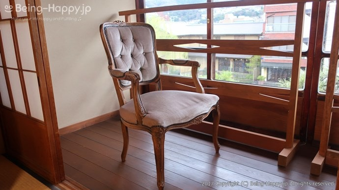 窓辺にある椅子