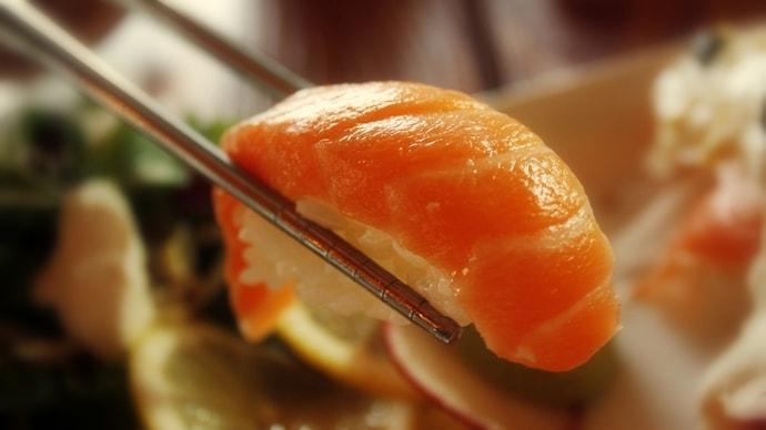 サーモンの握りの寿司飯