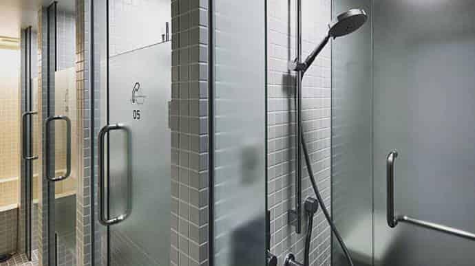 進化系カプセルホテル シャワー