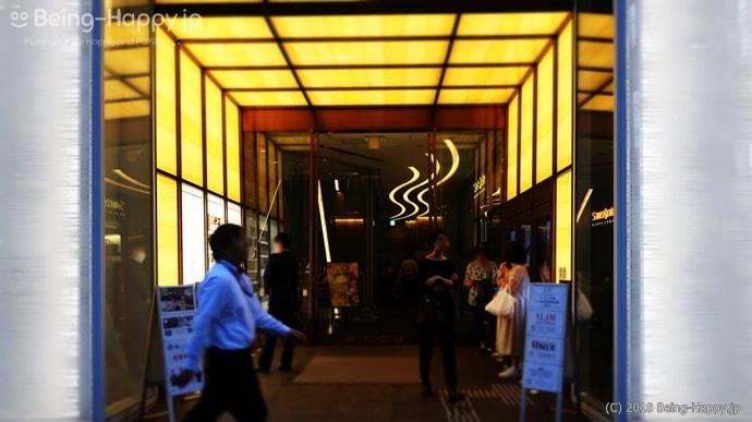 俺のフレンチ東京 レストランのあるビルエントランス