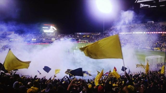 サッカー 観客席からの声援と野次