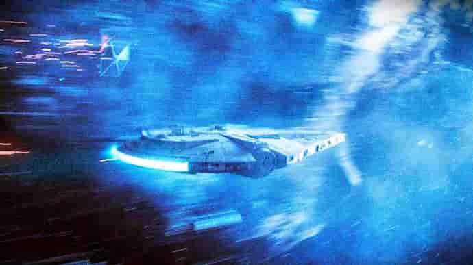ケッセルを飛ぶファルコン号