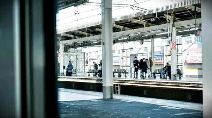 早朝の空いた駅