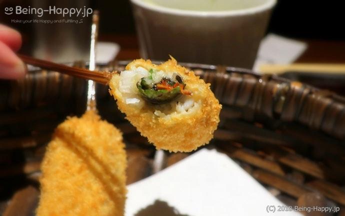 串亭ードライトマトと紫蘇を巻いたハモの串揚げ