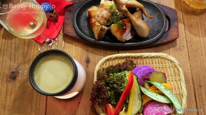 ワインノルイスケ 鶏の丸焼きと朝どれ野菜を使った野菜料理を注文