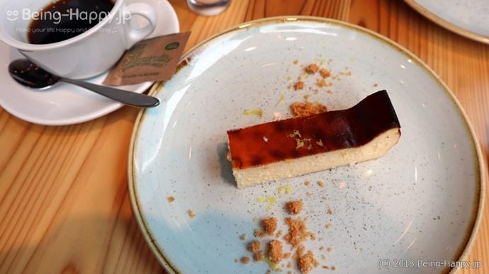 珈琲とバスク風チーズケーキ