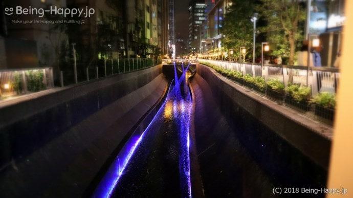 渋谷川の壁泉とレーザー照射