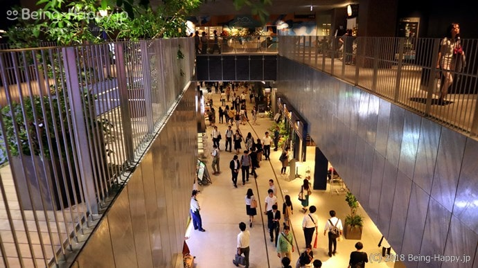 渋谷ストリームの3階から2階を見たもの