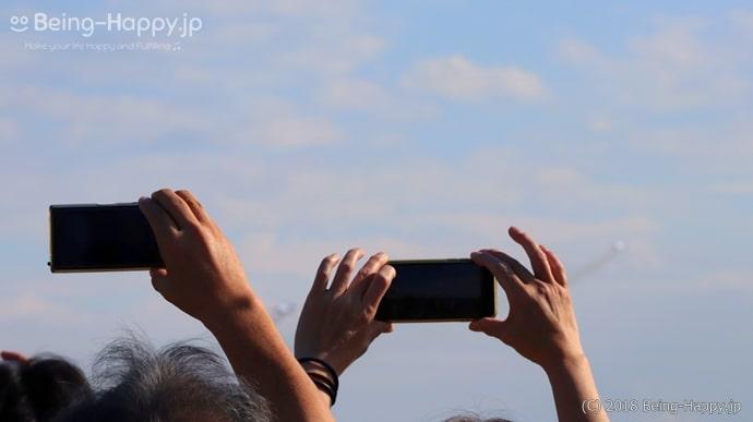 ブルーインパルスを写真に収める人たち
