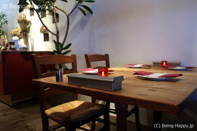メゾンカイザーテーブルのテーブル
