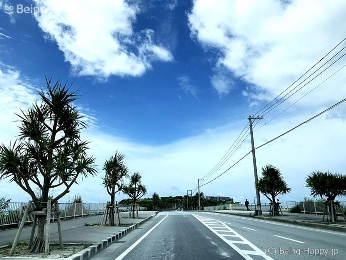 瀬長島へ渡るところ