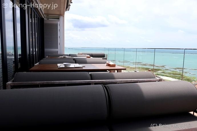 瀬長島の南イタリアン POSILLIPO ポジリポのテラス席