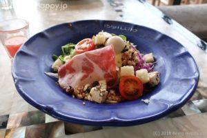 790-南イタリアン POSILLIPO ポジリポのランチサラダ(プロシュートと旬野菜の10品目サラダ)青いお皿がキレイ