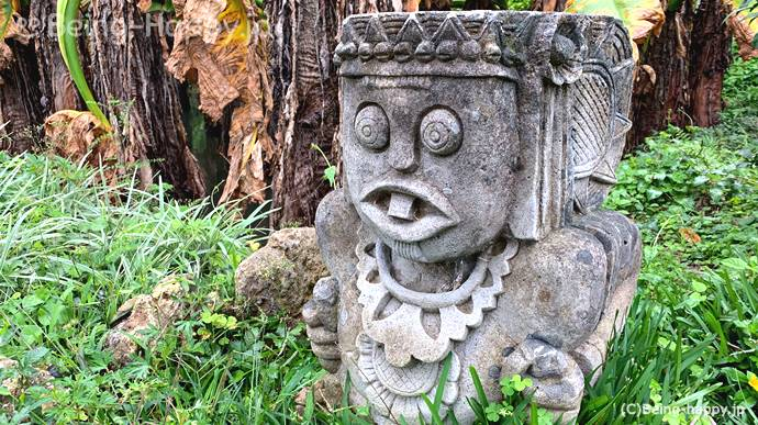 東南植物楽園 謎の石像