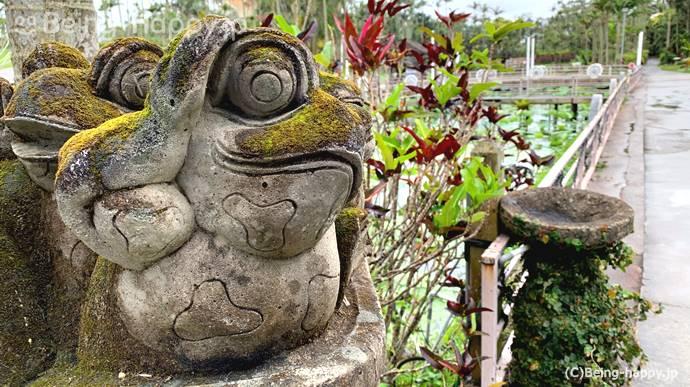 東南植物楽園 カエルの像